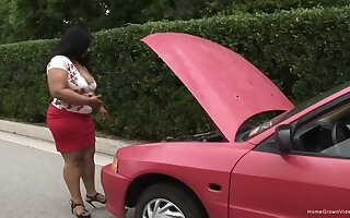 Sexy ebony was having car troubles when this skinny white guy showed up to help.