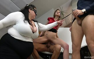 BBW shares the dicks with the skinny whore in office orgy