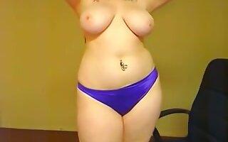 Plump Sweetheart Posing Topless