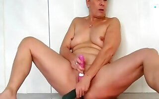 french mature masturbate at the swimming pool