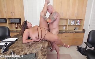 FAT Sofia Rose Gets Screwed On A difficulty Job