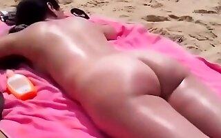 un joli cul a la plage