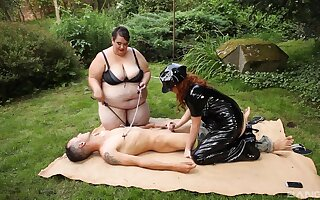 Outdoors video of a fat slut sharing a unearth with a redhead