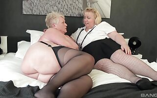 Chubby matures Juicy Awl and Lexie Cummings affectation relating to a dildo
